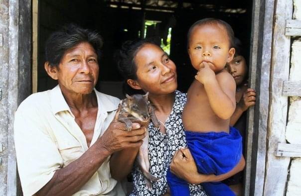 Família de ribeirinhos médio Rio Negro (Juan Pratginestós)